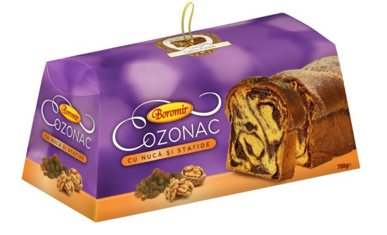Cozonac with walnuts and raisins filling