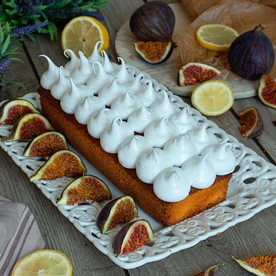 Cake with lemon and meringue